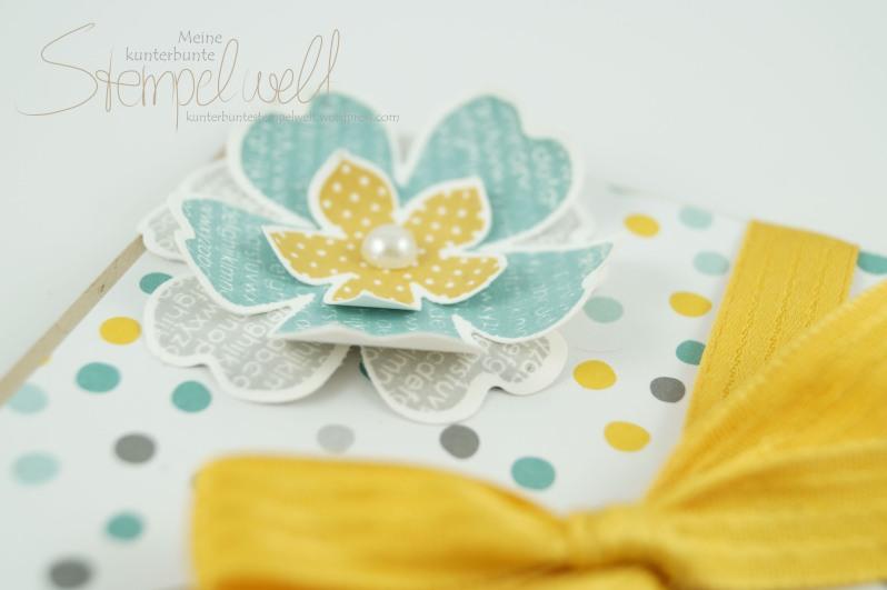 Stampin´ Up!_Verpackung für Gutscheinkarte_Envelope Punch Board_Stanz- und Falzbrett für Umschläge_Designerpapier im Block Mondschein_Flower Shop_Petite Patals_4