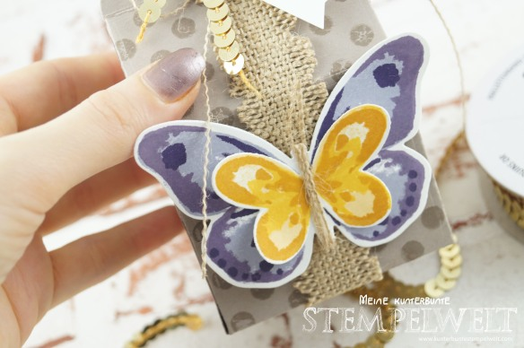 Stampin´ Up!_Watercolor Wings_Bold Butterfly Framelits_Butterfly Thinlits_Thinlitsform Leckereientüte_Blauregen_Pflaumenblau_Aubergine_Safrangelb_Curry Gelb_Ockerbraun_Paillettenband_Jute Band_2