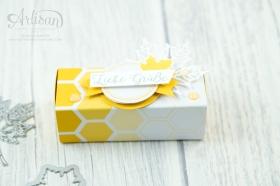 Stampin´ Up! - Jahr voller Farben - Thinlitsformen Aus jeder Jahreszeit - Produktreihe Farbenspiel - Verpackung für Ferrrero Küsschen - 5